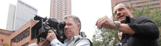 Santos acompañó la filmación de pelicula de Hollywood en Bogotá Mark Wahlbe: De película, Santos y Mark Wahlberg se encontraron en el centro de Bogotá