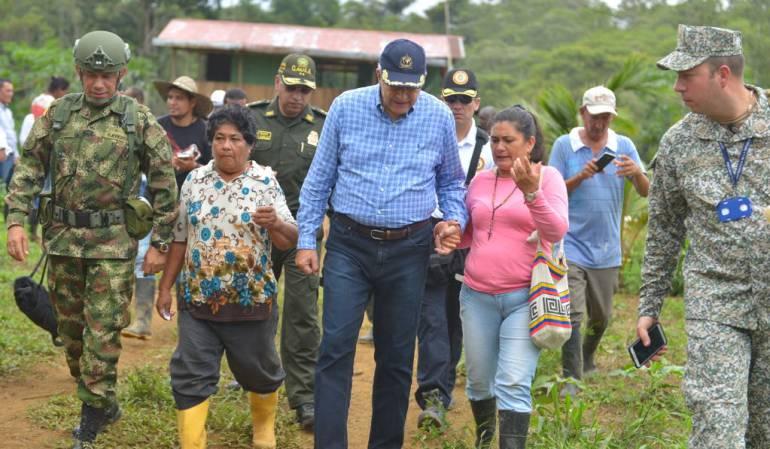 El vicepresidente Oscar Naranjo visitanso Tumaco