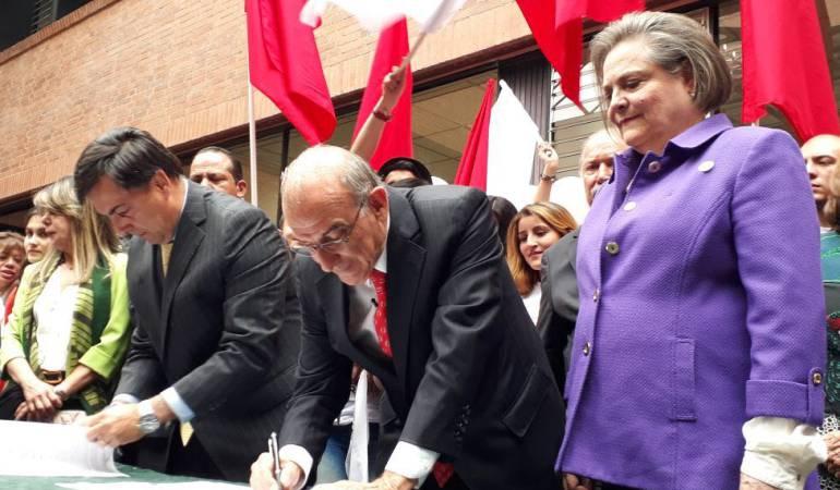 Posisción de De La Calle sobre corridas de toros: De la Calle promete acabar las corridas de toros en el país