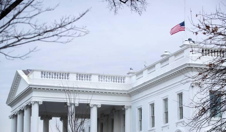 Choque cerca a la casa blanca genera alarma en EEUU: Alerta por choque de un carro contra protección de la Casa Blanca