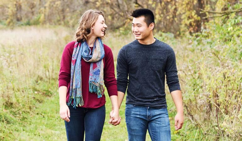 #Representlove, la campaña de Tinder para conseguir emoticones de parejas interraciales