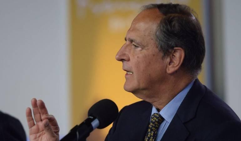 Juan Camilo Restrepo permanece internado en la clínica Shaio