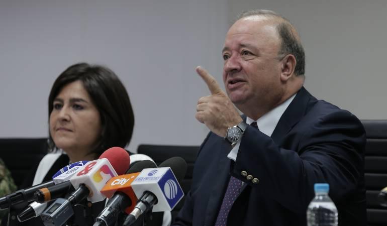 Ministro de Defensa, Luis Carlos Villegas