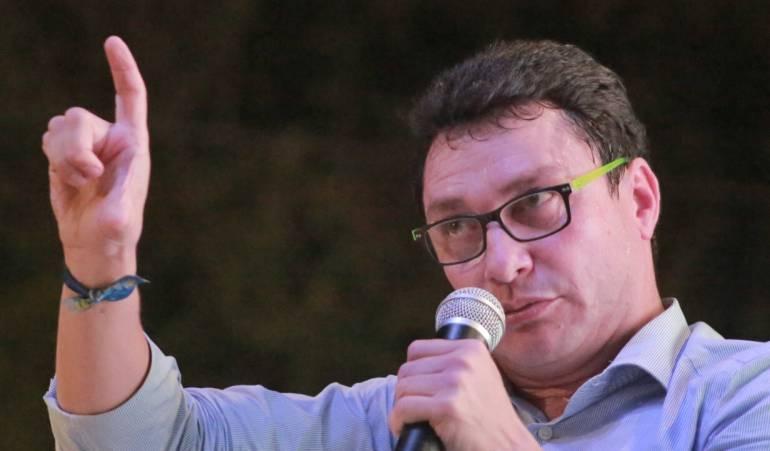 """caicedo indignado por afirmaciones y menosprecio de petro: Petro califica a Caicedo de """"marginal en la política"""""""