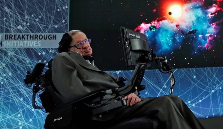 El científico británico Stephen Hawking en una rueda de prensa en el One World Trade Center, en Nueva York, Estados Unidos, 12 de abril de 2016.