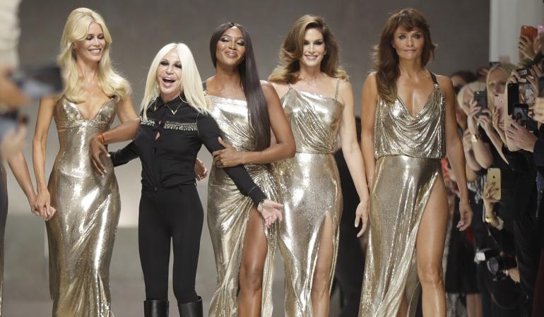 Claudia Shiffer, Donatella Versace, Naomi Campbell, Cindy Crawford y Helena Christensen.