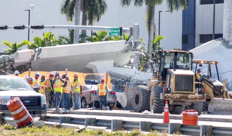 Cae puente en Miami: Rescatan tres cuerpos sin vida del puente colapsado de Miami
