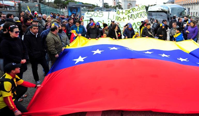 Crisis en Venezuela: Decenas de venezolanos se manifiestan en Madrid contra Maduro
