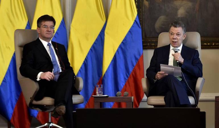 Juan Manuel Santos  durante una reunión con el presidente de la Asamblea de las Naciones Unidas, Miroslav Lajcák.