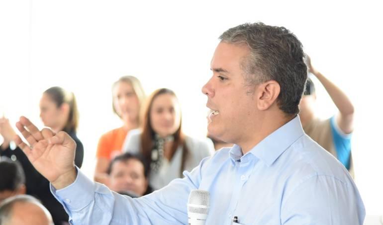 Álvaro Uribe: Abuchean a Iván Duque en Popayán