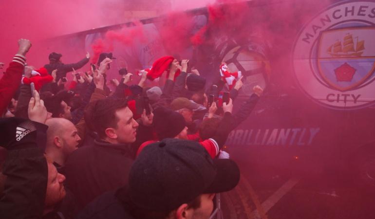 UEFA Manchester City Liverpool: UEFA abre investigación por ataque al bus del Manchester City en Liverpool