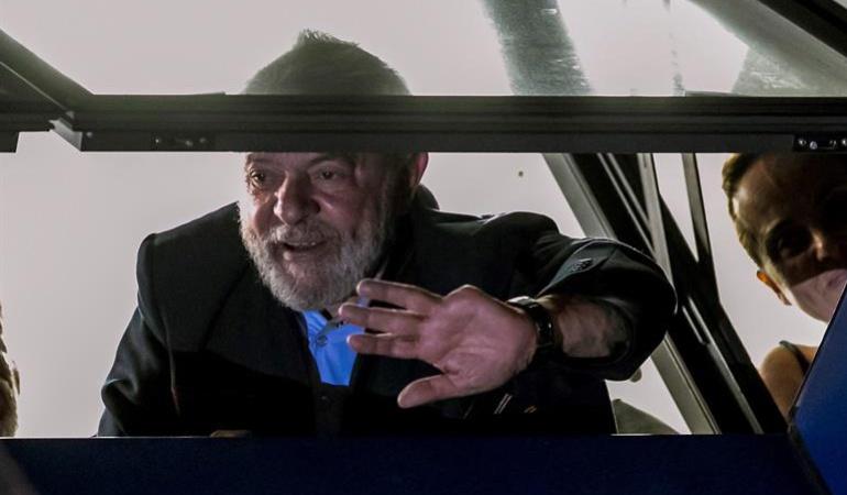Corrupción Brasil: Militantes impiden a Lula salir del sindicato para entregarse a la Policía