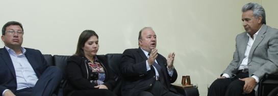 El ministro de Defensa colombiano Luis Carlos Villegas se reunió con el presidente ecuatoriano.