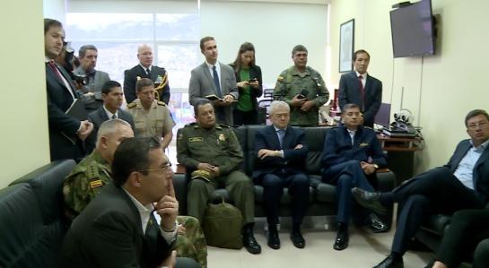 Altos mandos militares y policiales de Colombia se reunieron con sus homólogos ecuatorianos para evaluar la situaciíon en la frontera binacional.