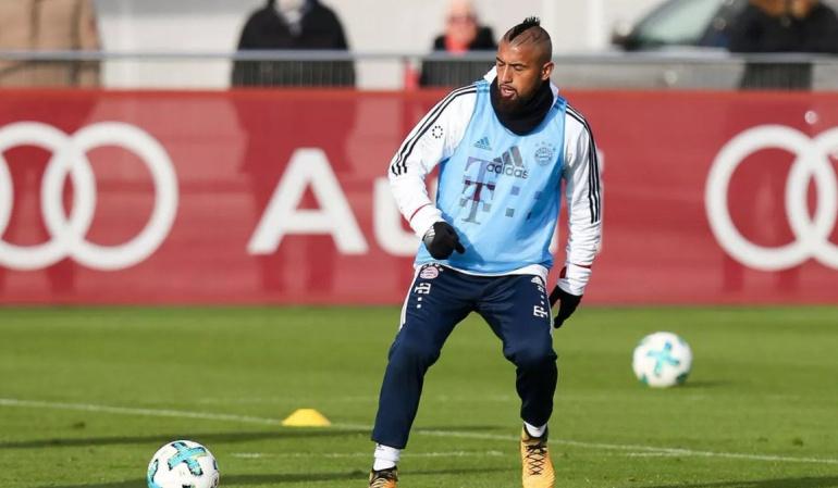 Arturo Vidal lesión rodilla: Arturo Vidal se retiró del entrenamiento del Bayern Múnich en camilla