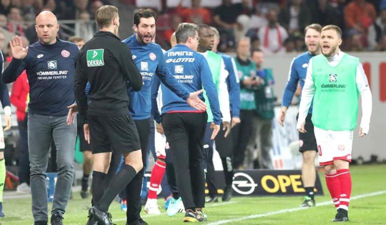 Var penal entretiempo Mainz: VAR sanciona un penal en el entretiempo y le entrega la victoria al Mainz