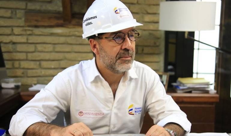 Ministro de Vivienda - Camilo Sánchez