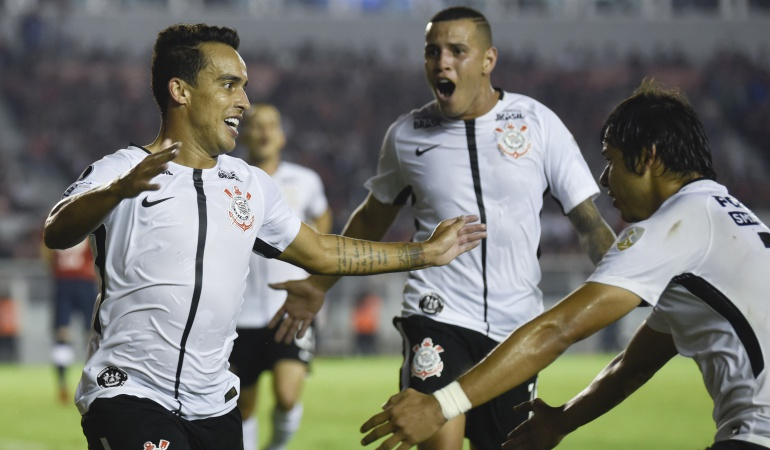 Millonarios Copa Libertadores Corinthians Independiente: Corinthians vence a Independiente y ayuda a Millonarios en la Libertadores