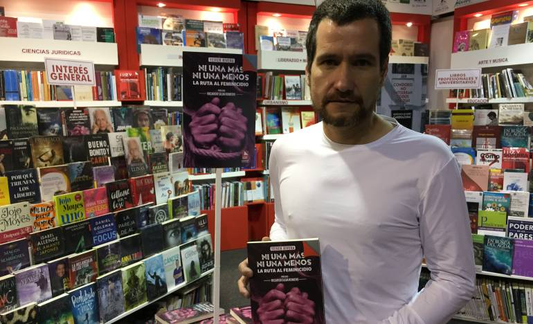 Feria del Libro 2018: Yeiver Rivera en la Filbo con su libro para identificar el feminicidio