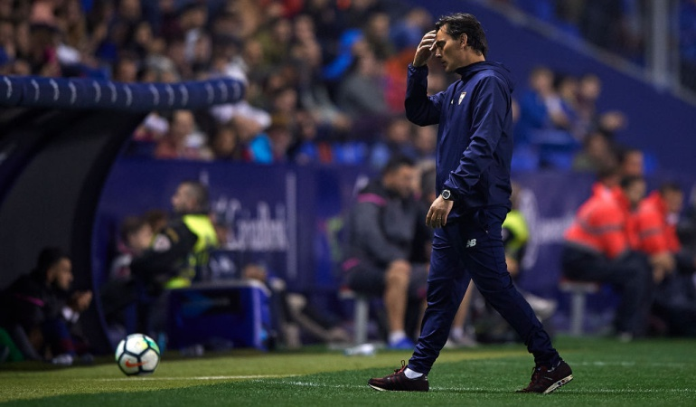 Sevilla Montella Caparrós: Sevilla destituye a Vincenzo Montella; Joaquín Caparrós, nuevo DT