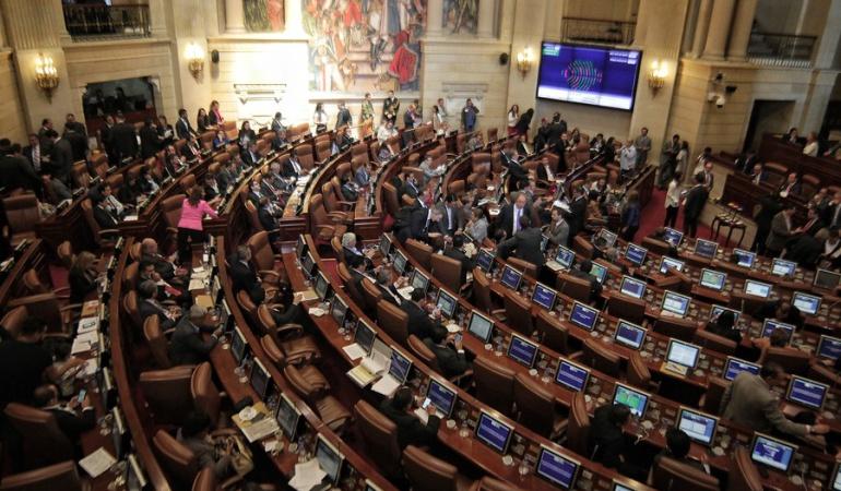 Santos pide al Congreso no dilatar proyectos para la paz