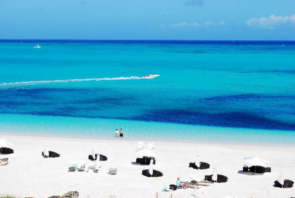 """Grace Bay Providenciales, conocida como """"Provo"""", es una isla perteneciente a las Islas Turcas y Caicos."""