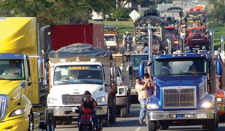 Críticas a las vías 4g por parte del gremio de camioneros: Vías del país terminan en embudos y no parecen las de Suiza: camioneros