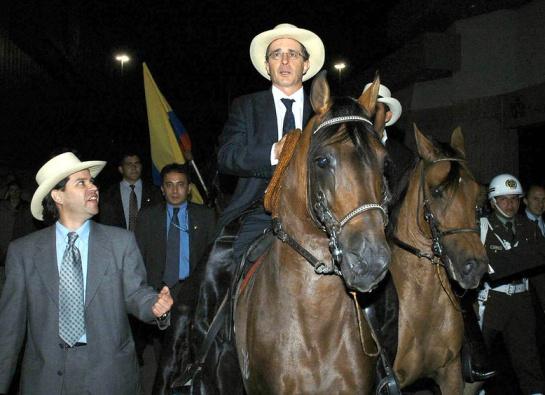 Álvaro Uribe: Álvaro Uribe sorprende sus seguidores con una tierna foto
