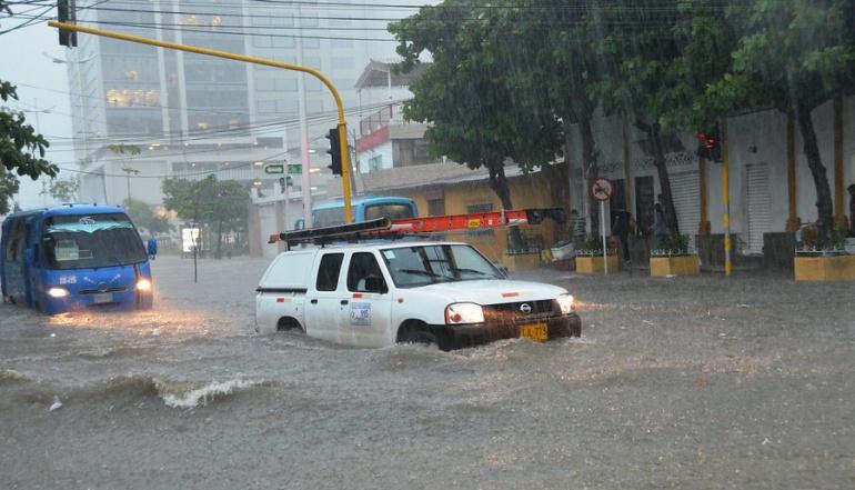Las lluvias mantienen cierre total en cinco vías nacionales del país