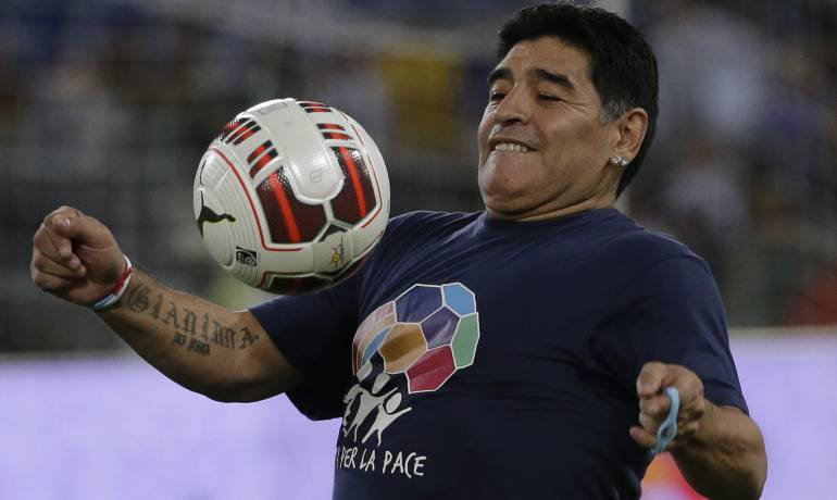 "X, J Balvin, Nicky Jam, Maradona: Maradona entrena a ritmo de ""X"""