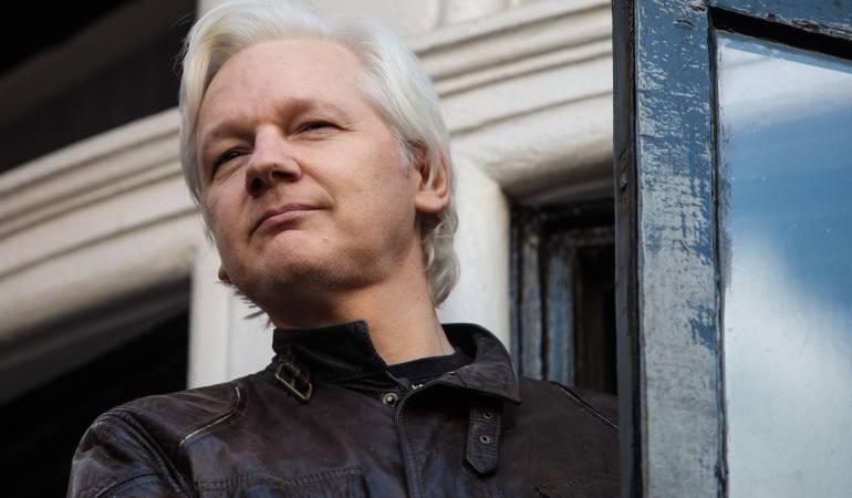 Ecuador gastó millones en espionaje para 'proteger' a Assange, según medios