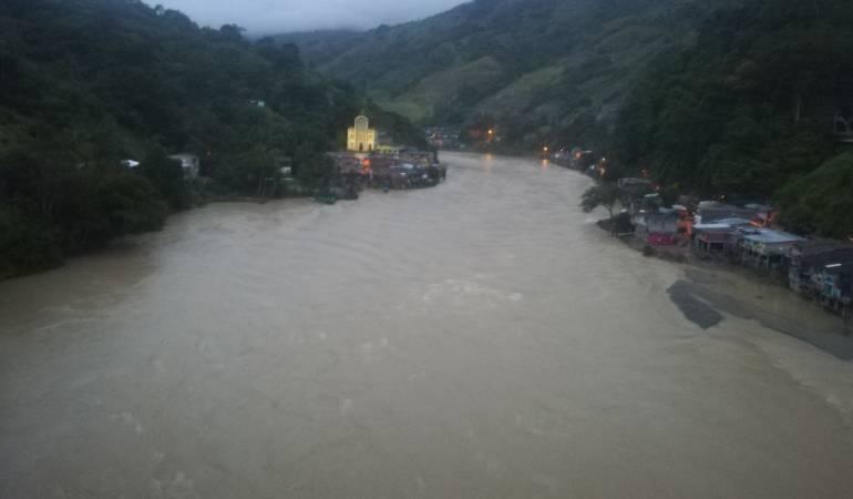 Seguirán esfuerzos para atender la crisis de Hidroituango: Santos