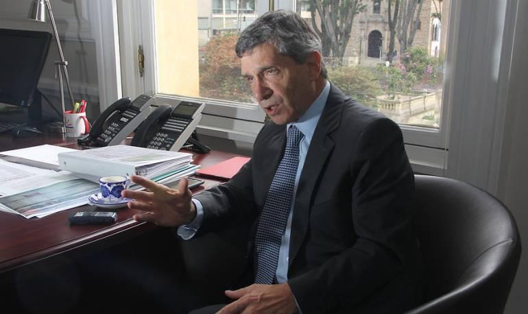Ministro Rafael Pardo es sometido a cirugía de emergencia