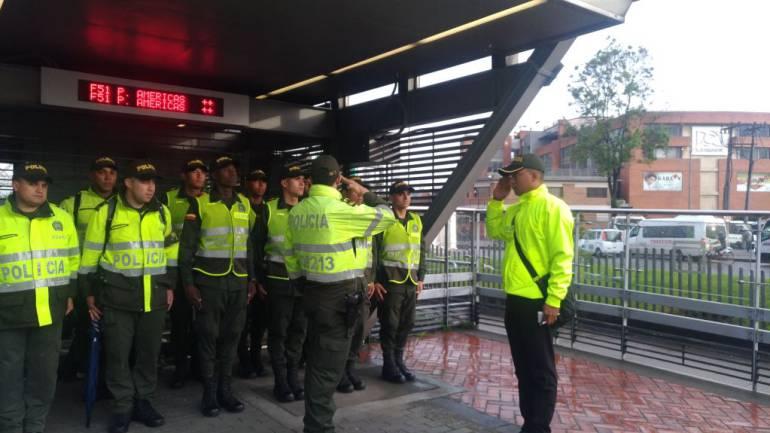 TRANSMILENIO BOGOTÁ: Capturan falso oficial de Policía que cuidaba estaciones de Transmilenio