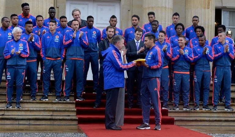 Selección Colombia Juan Manuel Santos: Selección Colombia recibió bandera a manos de presidente Santos