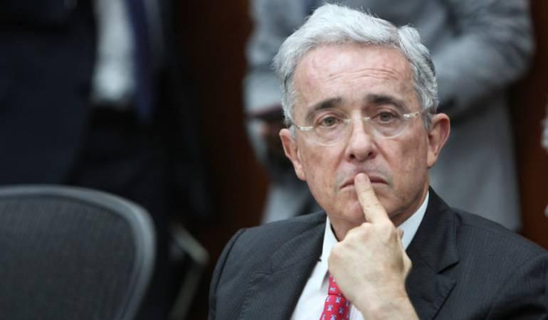 Cables diplomáticos vinculan a Álvaro Uribe con el narco: NYT
