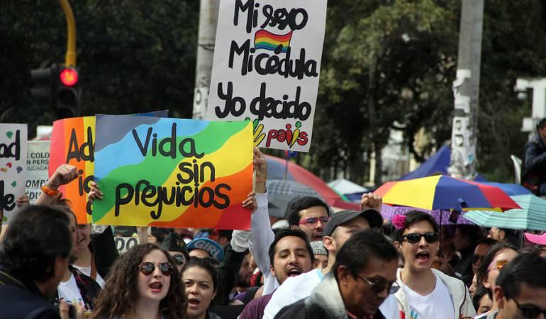 """Masivo rechazo al """"No Heterosexuales"""" utilizado por Álvaro Uribe"""