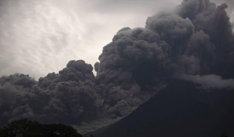 Volcán de fuego Guatemala: Ordenan evacuación por descenso de flujo piroclástico en Volcán de Fuego