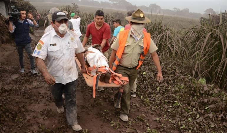Organismos de socorro atendiendo la emergencia en Guatemala.