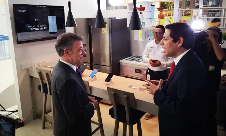 Carlos Zenteno, presidente de Claro Colombia y presidente Juan Manuel Santos