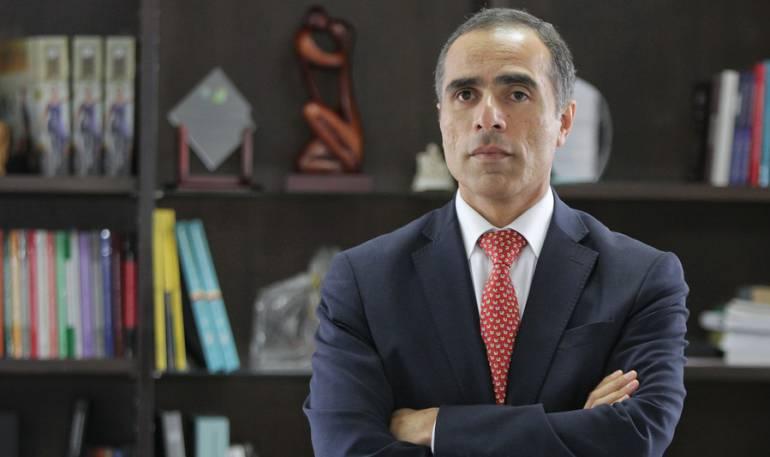 Superintendente Nacional de Salud, Luis Fernando Cruz Araújo.