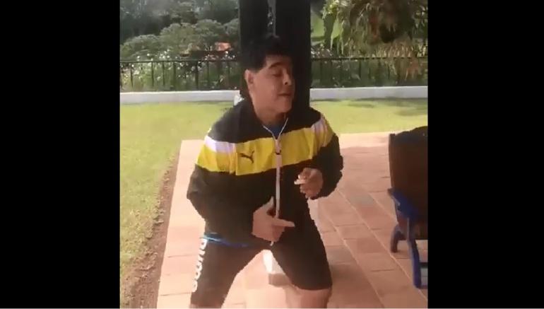 Diego Maradona Silvestre vallenato: Maradona 'Silvestrista': El crack argentino bailó vallenato en Colombia