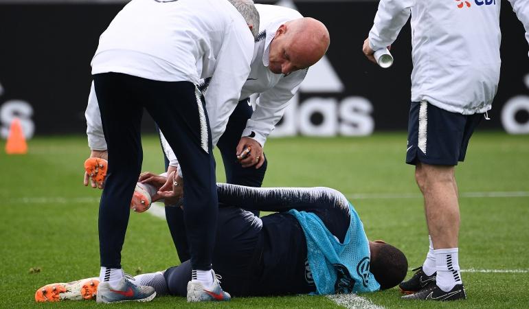 Mundial 2018: Alerta en Francia: Mbappé salió lesionado del entrenamiento