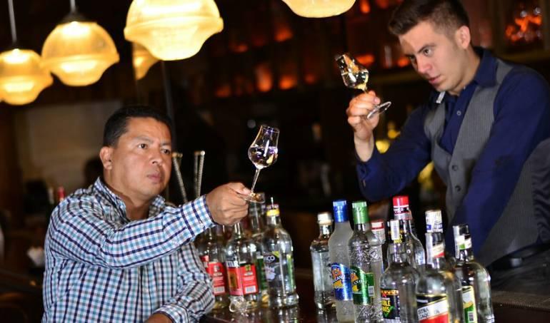 propina en restaurantes: Por ley habrá sanciones a dueños de bares por apropiación de propinas