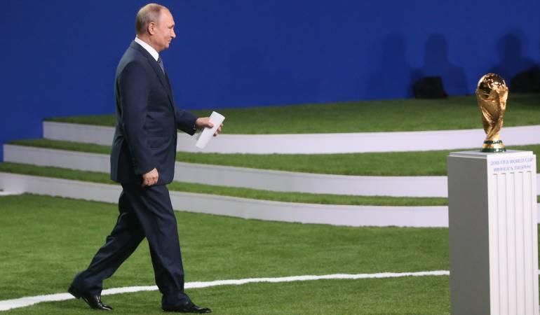 Habla Vladimir Putin y todos escuchan en el Estadio Luzhniki