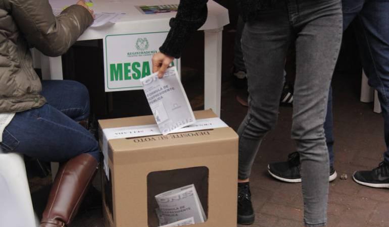 elecciones presidenciales de Colombia 2018: Colombia enfrenta decisión más difícil en décadas: Bloomberg