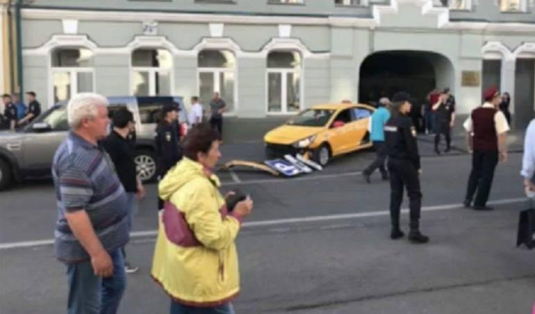 Taxista atropelló peatones en Moscú, Rusia: Taxista atropelló a una multitud de personas en el centro de Moscú