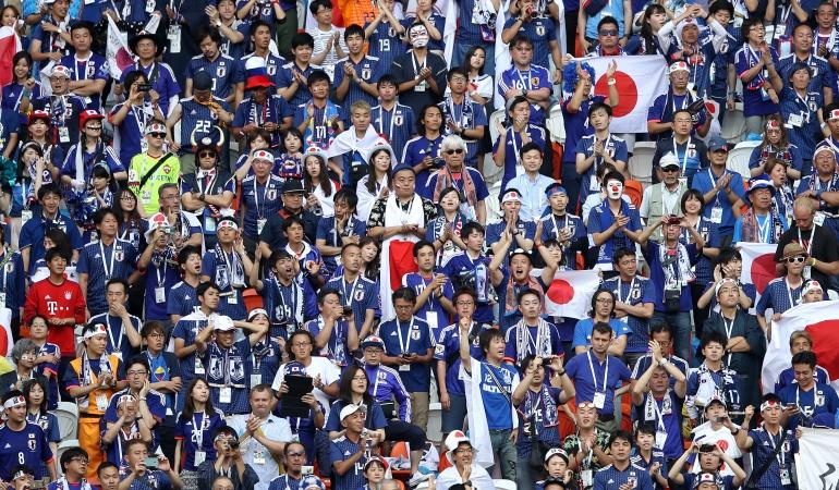 Japoneses limpian estadio basura Japón 2-1 Colombia Mundial 2018: Japoneses recogieron la basura del estadio tras el triunfo de su selección