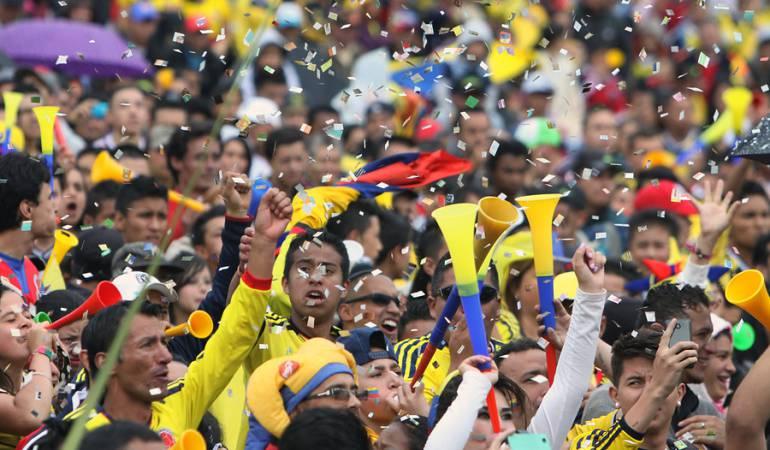 Foto de archivo de los colombianos viendo un partido de la selección.