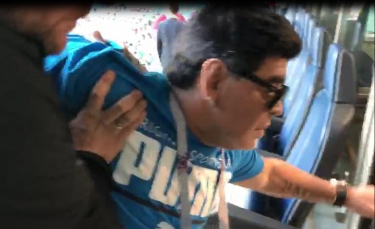 Diego Maradona: Descompensado: Así salió Maradona del estadio tras el triunfo de Argentina